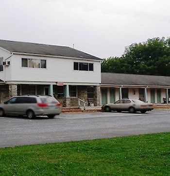Red Carpet Inn & Suites Morgantown photos Exterior main