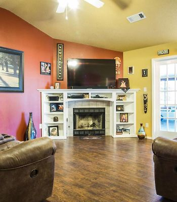Three Bedroom House Close To Everything photos Exterior Three Bedroom House Close to Everything