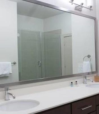 Two Bedroom Upscale Apt 21 photos Exterior Hotel information