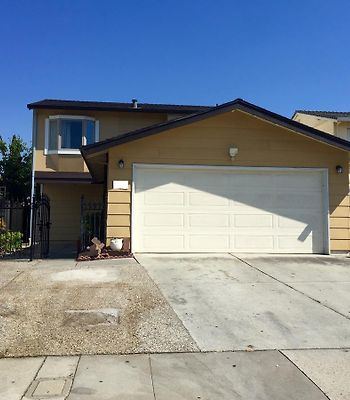 Beautiful Remodeled 4 Bed/3 Full Bath photos Exterior