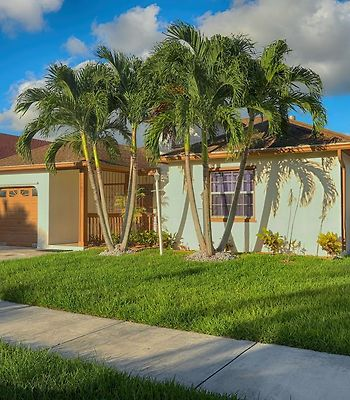 Spacious Four Bedroom Miami Home Great For Getaways photos Exterior
