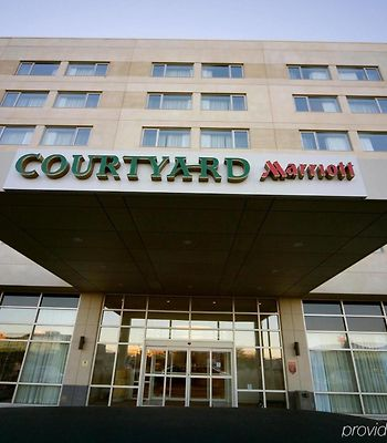 Courtyard By Marriott Montreal Airport photos Exterior