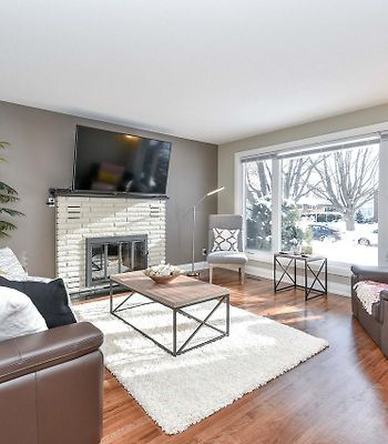Stunning Newly Furnished Single Home Near Downtown photos Exterior