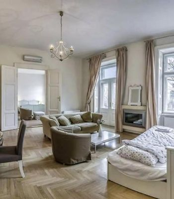 Spacious Vintage Home With Andrassy Avenue With Balcony photos Exterior