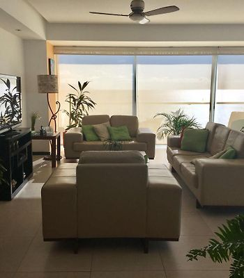 Luxurious Beach Front Condo. Awesome Location! photos Exterior Luxurious Beach Front Condo. Awesome Location!