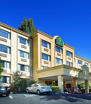 La Quinta Inn & Suites Seattle Bellevue / Kirkland photos Exterior