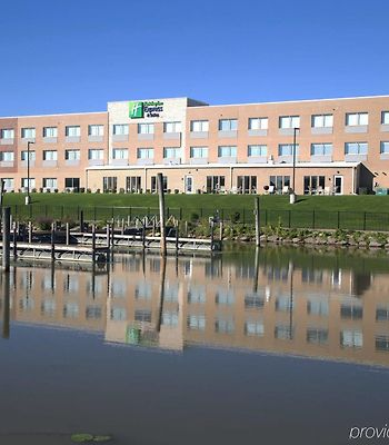 Holiday Inn Express & Suites Port Huron photos Exterior