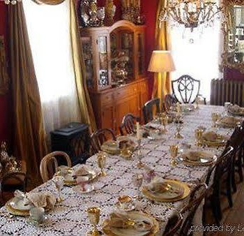 Old Victorian Farmhouse Bed And Breakfast photos Restaurant