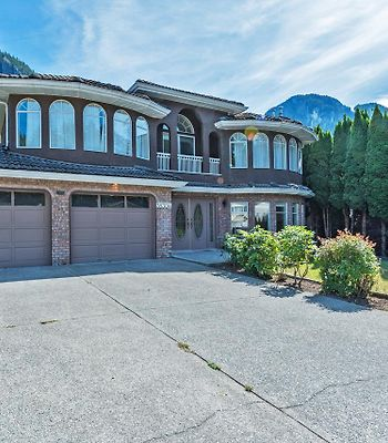 Spacious 4 Bdr Squamish Home photos Exterior Spacious 4 BDR Squamish Home