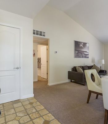 New! Beautiful, Quiet And Gated 2/2 Near Shops photos Exterior NEW! Beautiful, quiet and gated 2/2 near shops