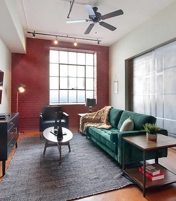Two-Bedroom, Two-Bath Industrial Apt In Nola C.B.D. photos Exterior