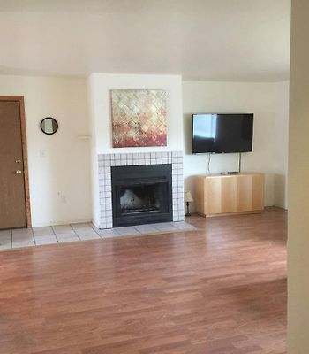 Spacious 3 Bdrm Apt Near Airport photos Exterior Spacious 3 Bdrm Apt Near Airport