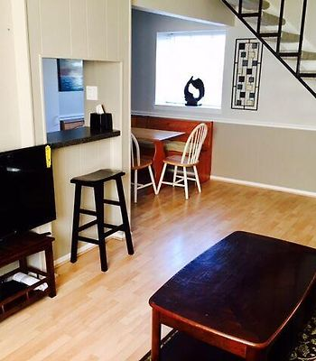 1 Bedroom In The Heart Of Oaklawn photos Exterior 1 Bedroom in the Heart of Oaklawn
