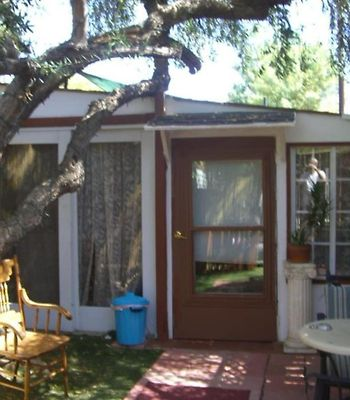 Cozy 1Br Guest House With Private Garden photos Exterior Cozy 1BR Guest House with Private Garden
