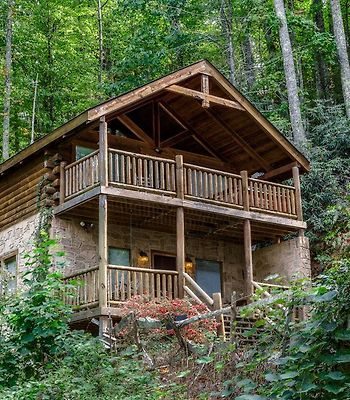 """A """"True"""" Mountain Cabin A View To A Thrill -Private photos Exterior"""