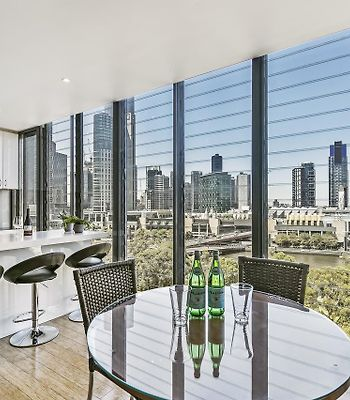 Family-Size Apartment With Sweeping River Views photos Exterior Family-size apartment with sweeping river views