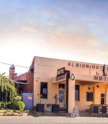 Albion Hotel And Motel Castlemaine photos Exterior Albion Hotel and Motel Castlemaine