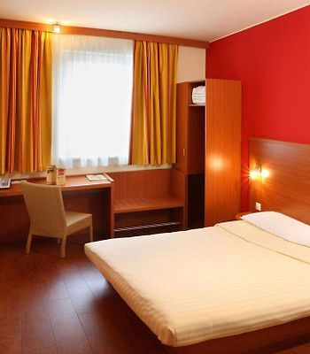 Star Inn Centrum By Comfort photos Room Guest room with flat-screen television