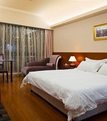 Pattaya Holiday Inn photos Room