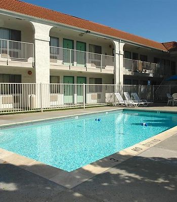 Motel 6 Pinole photos Exterior Pool view