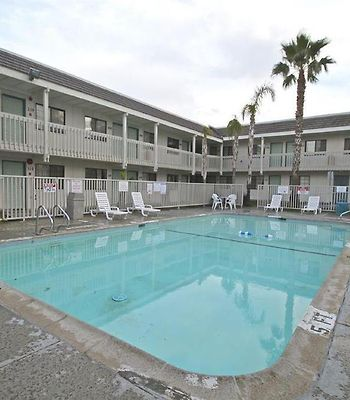 Motel 6 Coalinga East photos Facilities Pool view