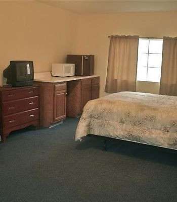 Abrams Creek Center photos Room Motel room w Queen bed