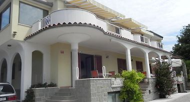 Rooms And Apartments Roza photos Exterior Hotel information