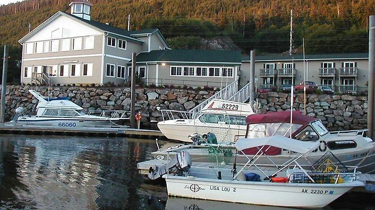 The Narrows Inn Restaurant And Marina Exterior