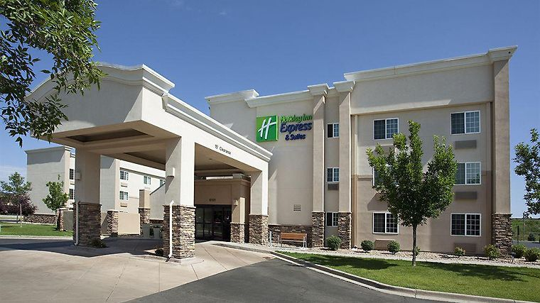 Holiday Inn Express & Suites W Exterior