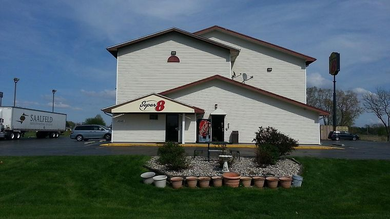 Super 8 Saginaw Exterior Hotel information