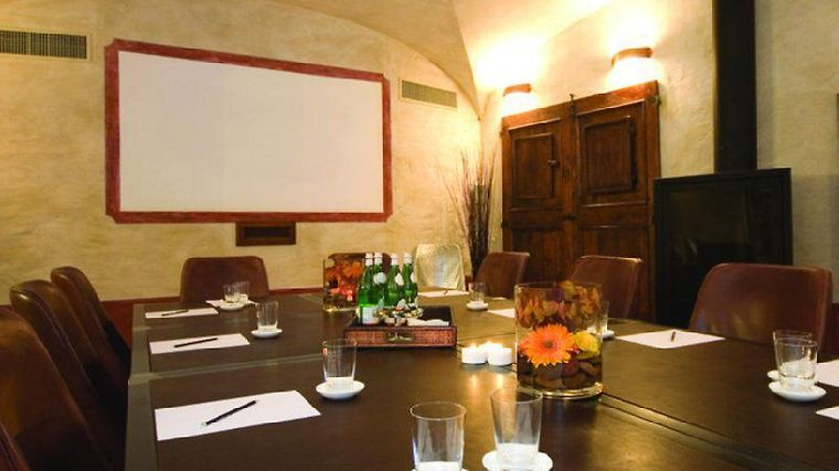 Case Del Borgo, Le Facilities Conference Room