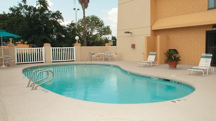 La Quinta Inn & Suites Houston Baytown East Facilities