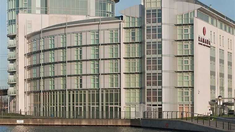 Doubletree By Hilton Hotel London Excel Exterior