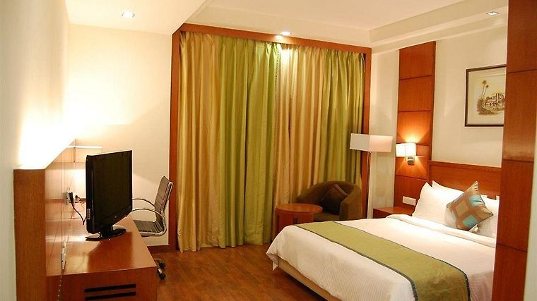 Golden Tulip Lucknow Room