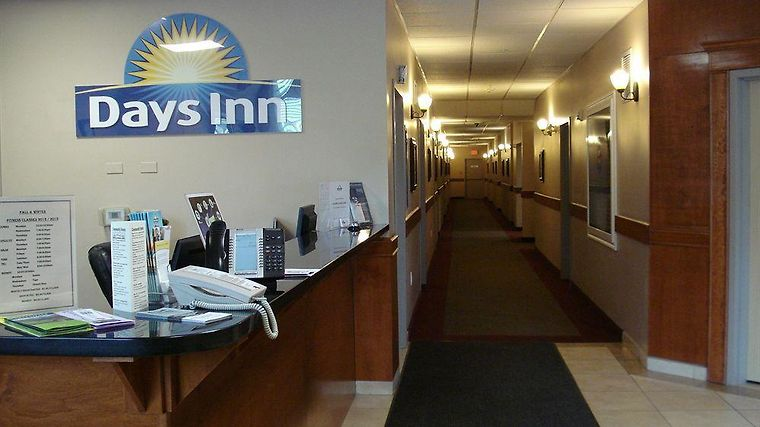 Days Inn Chetwynd Exterior