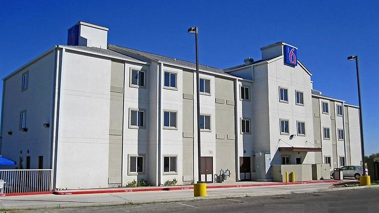 Motel 6 Eagle Pass Lakeside Amenities Exterior view