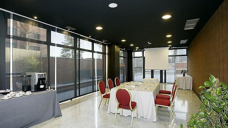 Petit Palace Madrid Aeropuerto Facilities Meeting Room