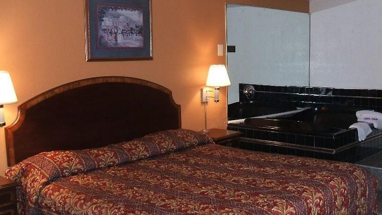 A Victory Inn & Suites Detroit Room Guest Room
