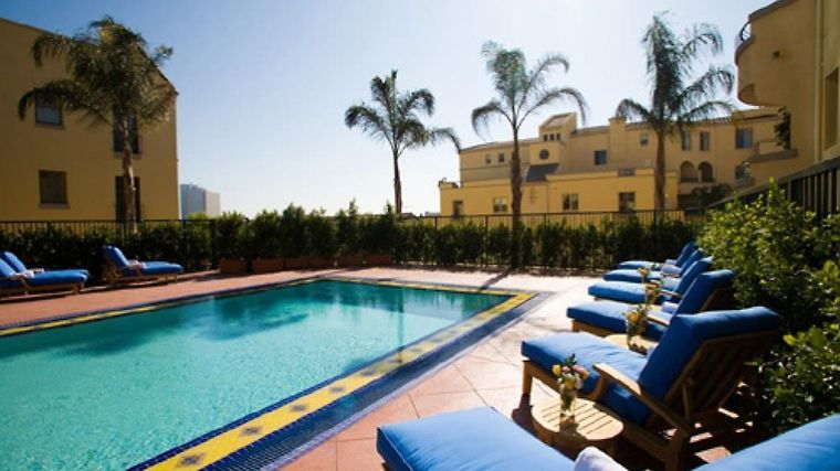 Oakwood At Palazzo Westwood Facilities pool view