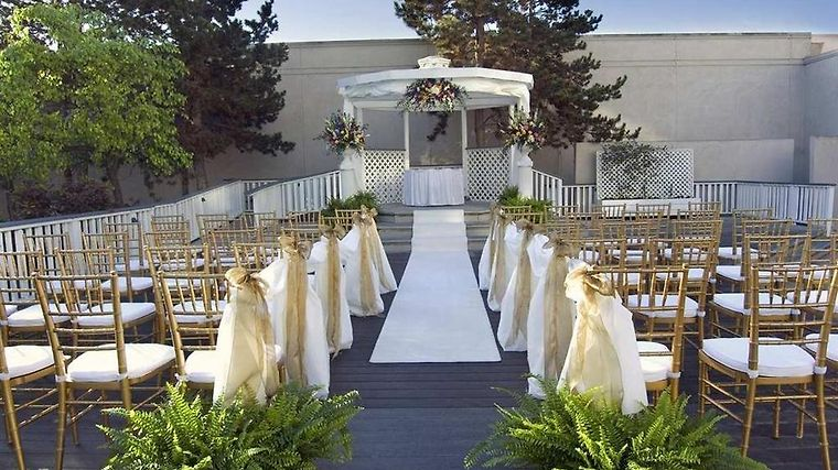 Doubletree By Hilton Pleasanton At The Club photos Facilities Wedding Patio