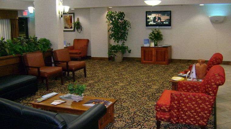 La Quinta Inn & Suites Pine Bluff Interior