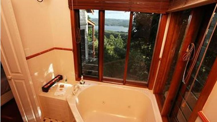 Montville Misty View Cottages Room