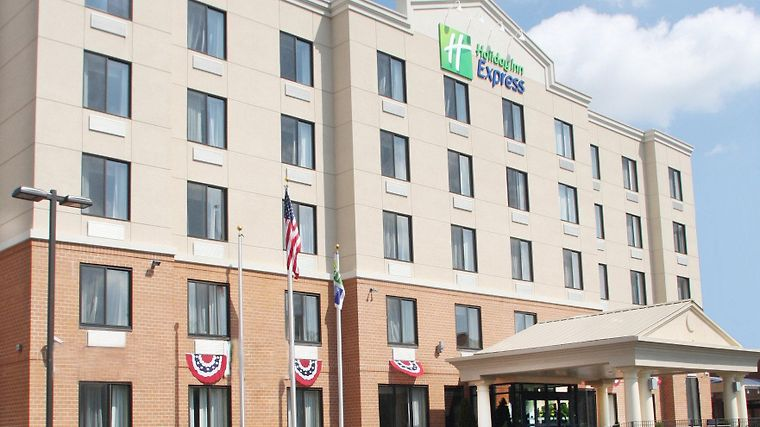 Holiday Inn Express Staten Island West Exterior