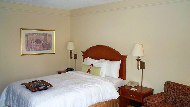 Hampton Inn Chattanooga-Airport/I-75 photos Room