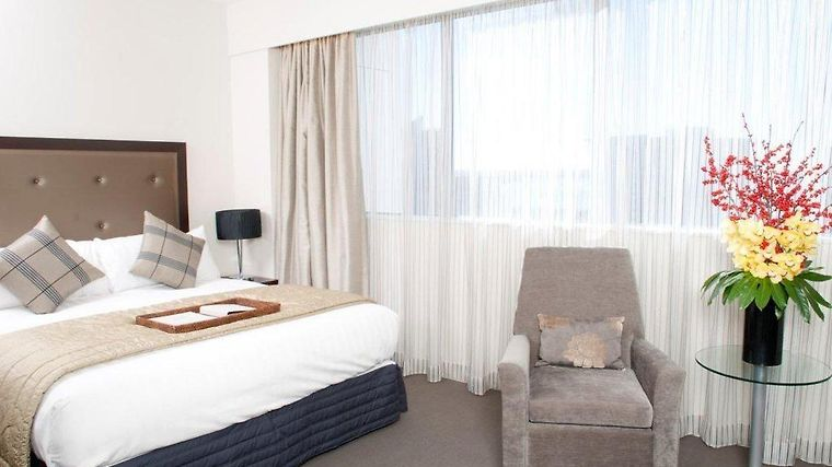 Rydges Auckland Room