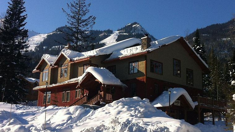 Copper Horse Lodge At Kicking Horse Exterior