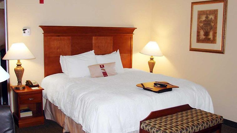 Hampton Inn & Suites Birmingham-Hoover-Galleria Room