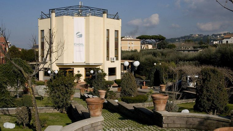 Quality Hotel Excel Ciampino Airport Exterior
