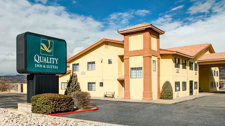 Quality Inn & Suites Exterior