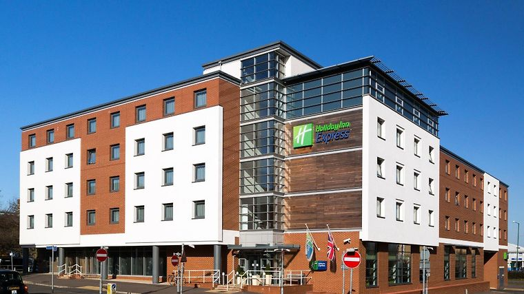Holiday Inn Express Harlow photos Exterior
